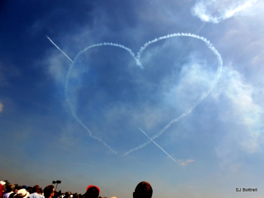 The Red Arrows spreading the love
